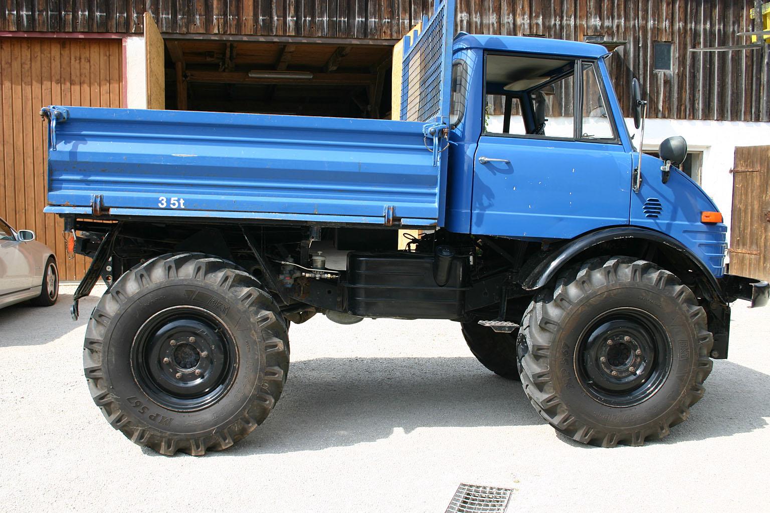der blaue unimog 406 wird besichtigt das blaue ding. Black Bedroom Furniture Sets. Home Design Ideas