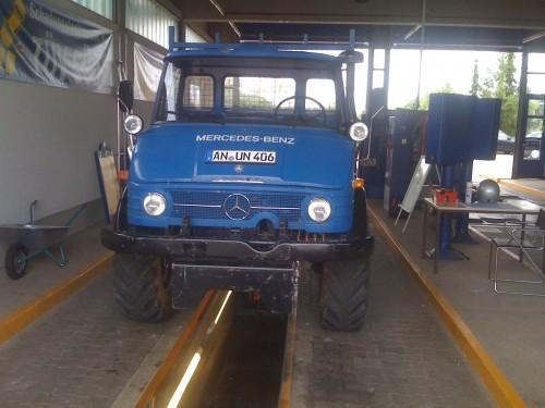 Mit dem Unimog 406 beim TÜV