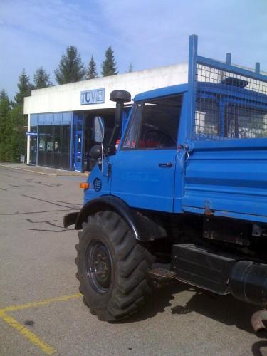 Mit dem Unimog 406 beim TÜV wegen des H-Kennzeichen